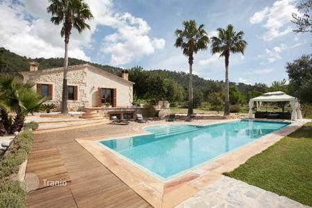 Houses for sale in Campanet. Superb villa for sale with amazing views at the countryside, Campanet