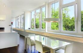 Apartments for sale in Vienna. Modern penthouse with views of the park, in the 13th district of Vienna