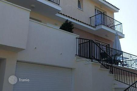 Coastal townhouses for sale in Emba. Delightful 3 Bedroom Townhouse — Emba