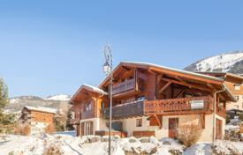 6 bedroom houses for sale in Auvergne-Rhône-Alpes. Three-storey chalet with a fireplace, a balcony and a terrace, near the center of the resort, Chatel, France