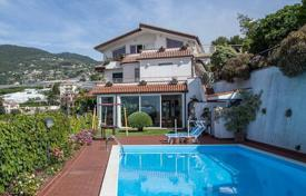 Luxury houses with pools for sale in Sanremo. Villa with swimming pool and garden