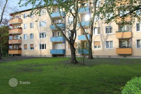 Commercial property for sale in Charlottenburg. Three-room apartment for rent in Berlin-Charlottenburg