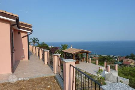 Houses with pools for sale in Liguria. Special offer! Villa with large plot of land with panoramic views of the sea in San Remo at a discounted price!