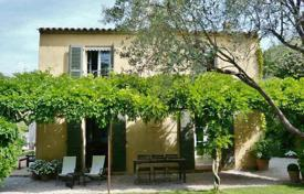 3 bedroom villas and houses to rent in Côte d'Azur (French Riviera). Charming house to rent — 2 steps away from the beach