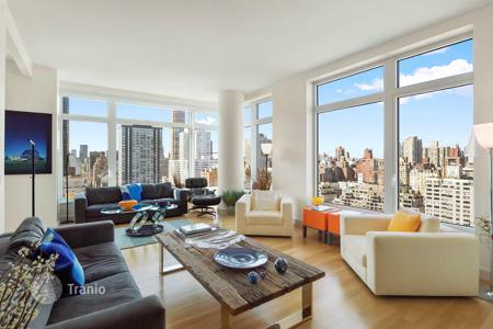 Property for sale in North America. Designer apartment with an incredible view of Manhattan