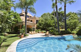 Houses with pools for sale in Costa del Sol. Magnificent Classic Mediterranean Luxury Villa, Altos de Puente Romano, Marbella Golden Mile (Marbella)
