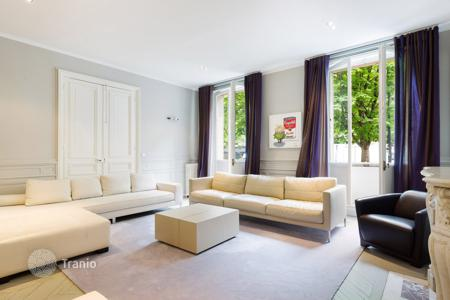 Luxury 4 bedroom apartments for sale in France. Renovated apartment a stone's throw away from the Trocadero square, in Paris 16 th, Ile-de-France, France