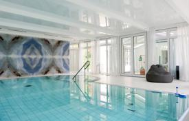 Historic villa with a swimming pool, a winter garden and a pond in Berlin, Zehlendorf district for 3,500,000 €