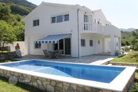 Houses with pools by the sea for sale in Montenegro. Villa – Tivat (city), Tivat, Montenegro