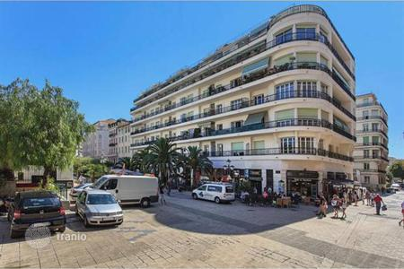 Cheap 2 bedroom apartments for sale in Nice. Bright apartment with a spacious terrace in Nice, Cote-d`Azur, France