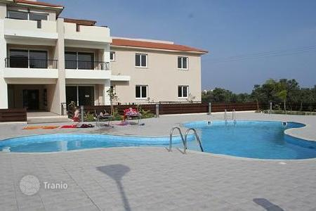 Cheap apartments with pools for sale in Oroklini. Apartment – Oroklini, Larnaca, Cyprus
