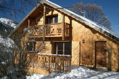 Villas and houses to rent in Méribel Village. Chalet for 12 people with private parking in the ski resort of Meribel, France