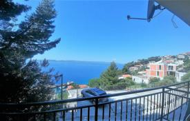 Coastal property for sale in Brela. Spacious apartment with a garage, a terrace and a sea view, Brela, Croatia