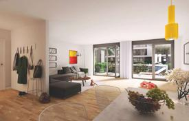 4 bedroom apartments for sale in Berlin. Spacious Maisonette apartment with private garden