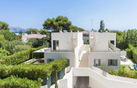 Condos for sale in Spain. In prime beach location, modern and stylish semi-detached villas for sale in Playa de Muro