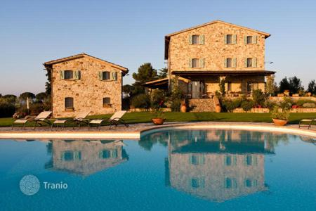 Commercial property for sale in Umbria. Boutique hotel with pool and garden in Umbria