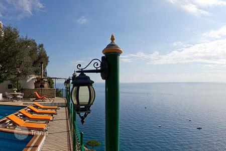 Villas and houses for rent with swimming pools in Positano. Villa Omero