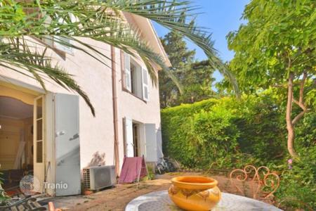 6 bedroom houses for sale in Côte d'Azur (French Riviera). 3-floored villa with commodious terrace, Cannes, France