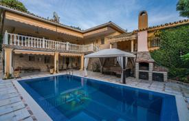 4 bedroom houses for sale in Marbella. Magnificent Mediterranean Villa in La Carolina, Marbella Golden Mile
