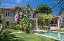 Luxury 3 bedroom houses for sale in Cannes. Beautiful villa with three bedrooms and a private plot, in a prestigious area, Cannes, France