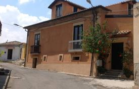 Coastal houses for sale in Calabria. Renovated house with a garden and a parking in the center Briatico, Calabria, Italy