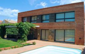 5 bedroom houses for sale in Costa Dorada. Comfortable villa with a private garden, a pool and a terrace, Reus, Spain