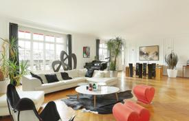 Luxury apartments for sale in Paris. Paris 17th District – A bright and spacious over 250 m² apartment