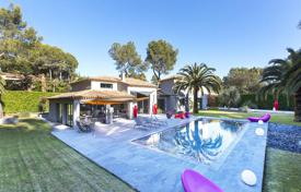 Luxury 4 bedroom houses for sale in Mougins. Designer villa with a pool, a parking and a large plot in a beautiful residence, Mougins, France