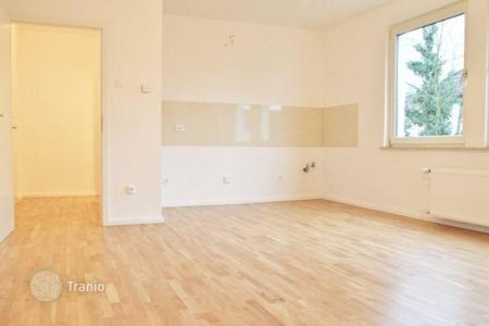 Cheap property for sale in Dusseldorf. Spacious 2 bedroom apartment in Dyusseldorf- Western