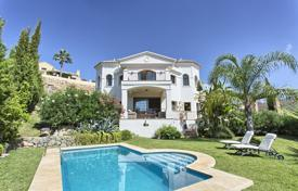 4 bedroom houses for sale in Costa del Sol. Cozy villa with a private garden, a pool, a garage, a terrace and a sea view, Benahavis, Spain
