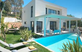 Villas and houses to rent in Côte d'Azur (French Riviera). Modern Villa Cannes