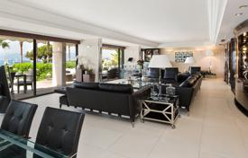 5 bedroom apartments for sale in Provence - Alpes - Cote d'Azur. Spacious duplex on the first line from the sea, Cannes, France