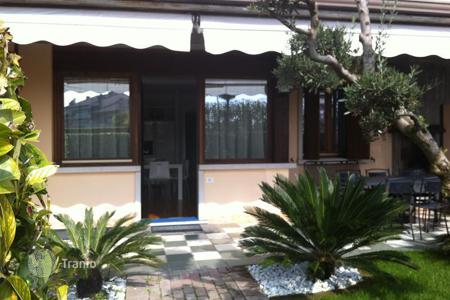 Townhouses for sale in Lombardy. Terraced house – Sirmione, Lombardy, Italy