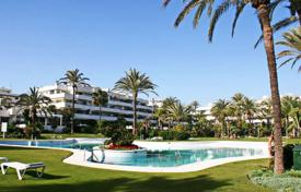 2 bedroom apartments for sale in Puerto Banús. Two-bedroom apartment with a plot of land and a private pool near the beach in Puerto Banus, Andalusia, Spain