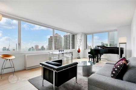 2 bedroom apartments for sale in North America. Spacious apartment with views of Central Park in Midtown, New York