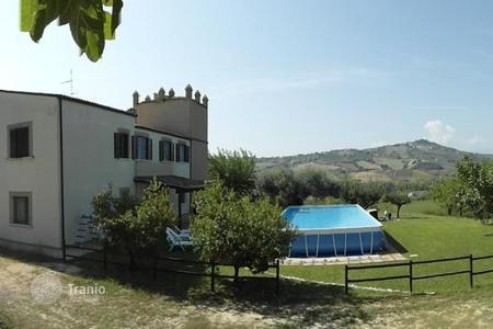 Houses for sale in Abruzzo. A large landed estate with vineyards on the Adriatic coast of Italy