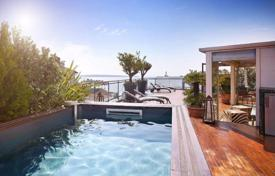 3 bedroom apartments by the sea for sale in Cannes. Magnificent penthouse with 160 m² roof terrace in exceptionnal place in Cannes