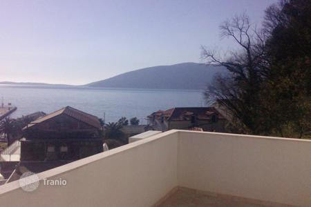 3 bedroom houses by the sea for sale in Herceg-Novi. House with sea view in Zelenika, Herceg Novi Riviera and only 50 meters from the sea. House has two levels and 110 m²