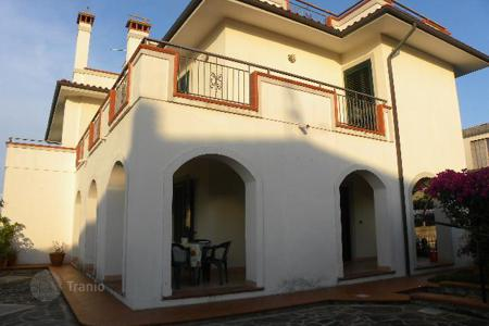 Coastal houses for sale in Calabria. A cozy villa on the seashore with a private garden