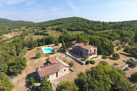 Houses with pools for sale in Umbria. Country house for sale in Umbria