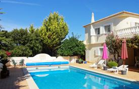 5 bedroom houses for sale in Algarve. Detached 5 Bedroom villa in an exclusive tranquil urbanisation near Portimao Centre