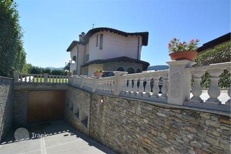 Houses with pools for sale in Piedmont. Villa - Piedmont, Italy