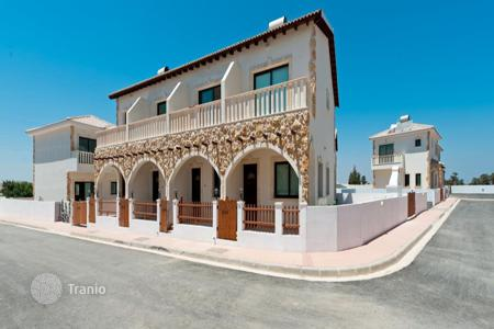 Houses with pools for sale in Avgorou. Two Bedroomm Maisonette in Avgorou