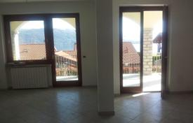 Property for sale in Baveno. Bright flat with a garden and lake views, Baveno, Piedmont, Italy