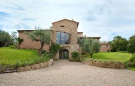 Luxury houses for sale in Umbria. Spacious villa in Perugia, Italy