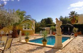 Houses for sale in Altea. Villa of 4 bedrooms with private pool, garden and mountain views in Altea