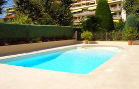 Two-room apartment with a terrace and a balcony in a residence with a pool and a concierge, Le Cannet, France for 250,000 €