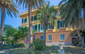 Property for sale in Genoa. Historic villa with a garden, pool and sea views in Santa Giulia, Liguria, Italy