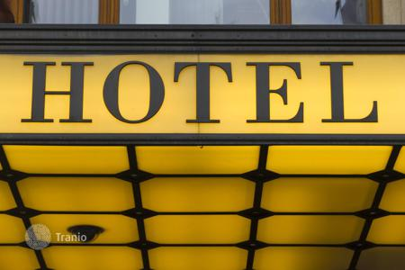 Commercial property for sale in Hessen. Three-star hotel with bar in Wiesbaden with a 6,4% yield