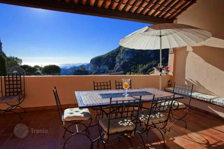 3 bedroom houses for sale in Èze. Medieval village